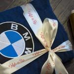 Логотип БМВ вышитый на синем махровом халате