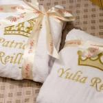 Вышивка короны и имени на белых махровых халатах