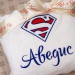 Вышивка знака супермена и имени на махровом белом халате