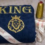 Синий махровый халат с надписью King и изображением льва в короне