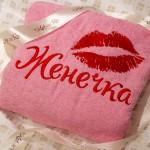 Вышивка поцелуя на макхровом халате