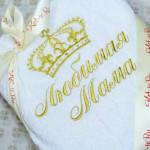 Белый махровый халат с вышивкой в подарок любимой маме