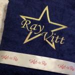 Вышивка на тёмно-синем халате с золотой звездой, в которую вписано имя
