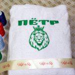 """Вышивка """"Лев в короне"""" и имя Пётр зеленой нитью"""