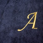 Вышивка инициалов на груди халата