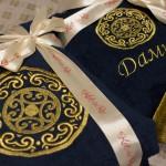 Халат в подарок с вышивкой якутского орнамента